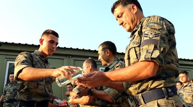 Mehmetçik vatan savunması için bayramı sınırda geçiriyor