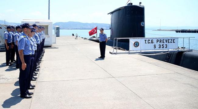 Denizaltı kahramanları da bayramda görev başında