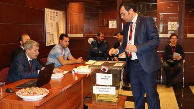 Yurt dışında yaşayan Türk seçmenler sandık başında