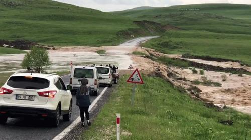 Erzurumda sağanak yağış sele dönüştü