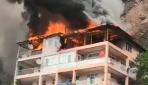 Artvinde 5 katlı binada yangın