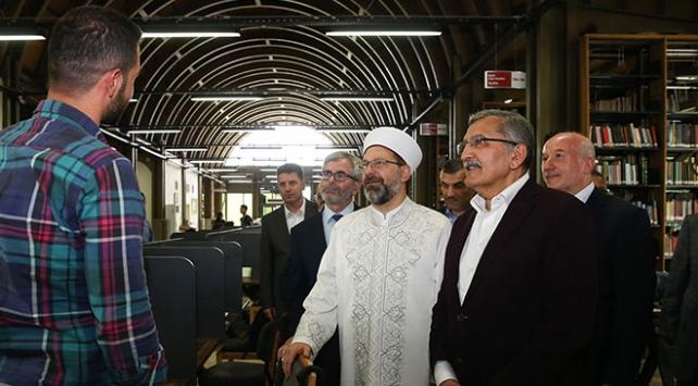 Diyanet İşleri Başkanı Erbaş, Millet Kıraathanesini ziyaret etti