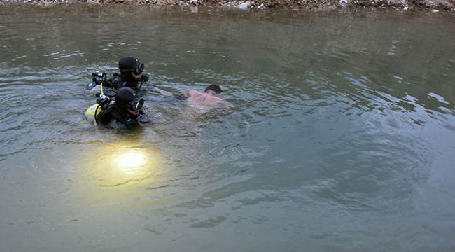 Konyada serinlemek için gölete giren iki suriyeli genç boğuldu