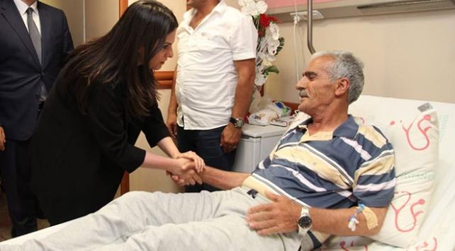 Bakan Sarıeroğlu, Şehit Fethi Sekinin babasını ziyaret etti