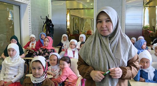 Türkiyede eğitim aldı, Astanada İslamı öğretiyor