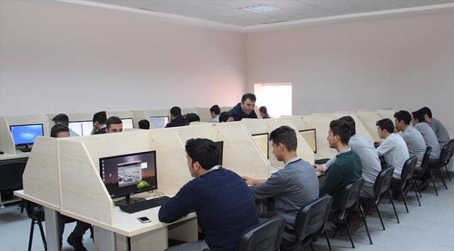Bakan Yılmazdan öğretmen ve öğrencilere bilgisayar müjdesi