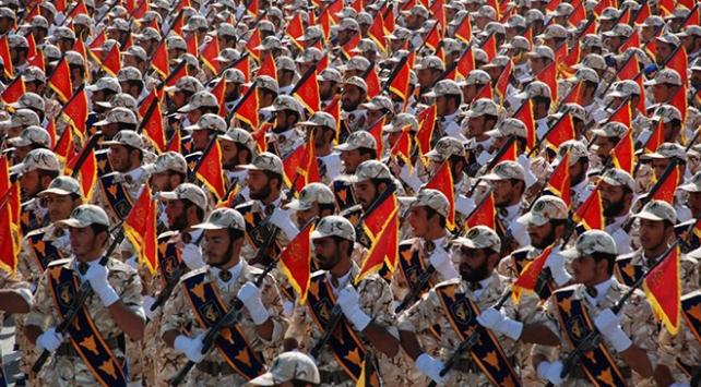 İran Devrim Muhafızlarından Ruhani yönetimine eleştiri