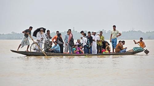 Hindistanda sel felaketi 500 bin kişiyi etkiledi