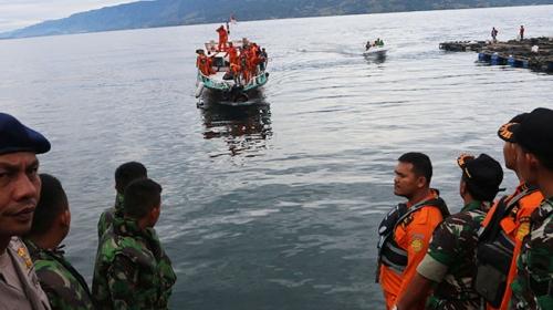 Endonezya'da alabora olan teknede 178 kişi kayboldu