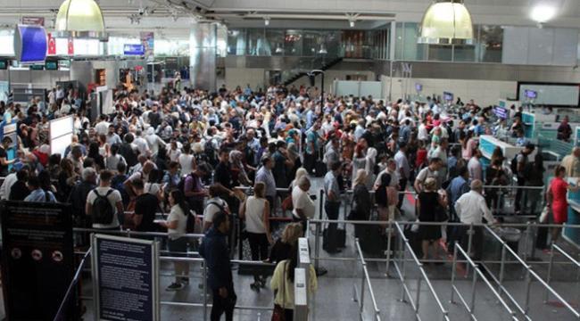 Turizme yönelik havalimanlarında bayram bereketi