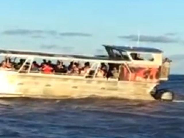 Hawaiide tekne gezisine çıkan turistlere lav sürprizi