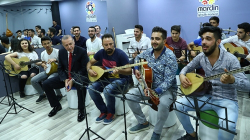 Cumhurbaşkanı Erdoğan Mardin'de gençleri ziyaret etti