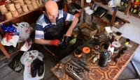 10 metrekarelik dükkanında 52 yıldır ayakkabı yapıyor