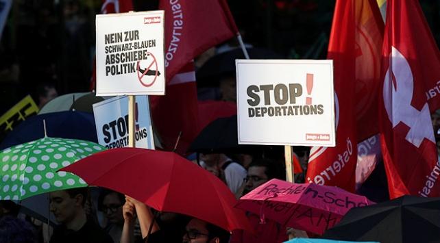 Avusturya hükümetinin mülteci politikalarına protesto