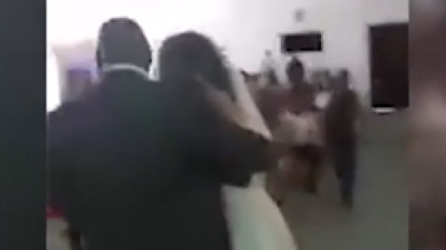 Damadın eski sevgilisi gelinlikle düğünü bastı