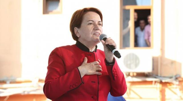 İyi Parti Cumhurbaşkanı Adayı Meral Akşener, Fatihte halka hitap etti
