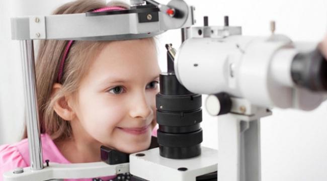 Çocuklarda göz muayenesi erken teşhis için önemli