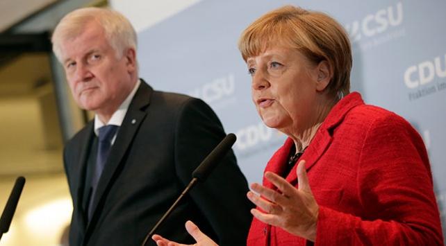 Alman hükümetinde çatlak derinleşiyor