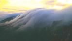 Bulutların Lushan Dağı ile dansı