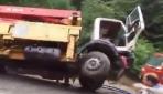 Trabzonda sel beton pompası ve kamyonu yuttu