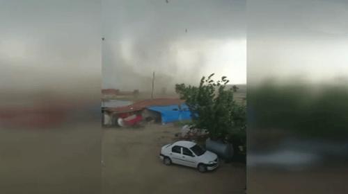 Edirnede şiddetli fırtına ve hortum çatıları uçurdu
