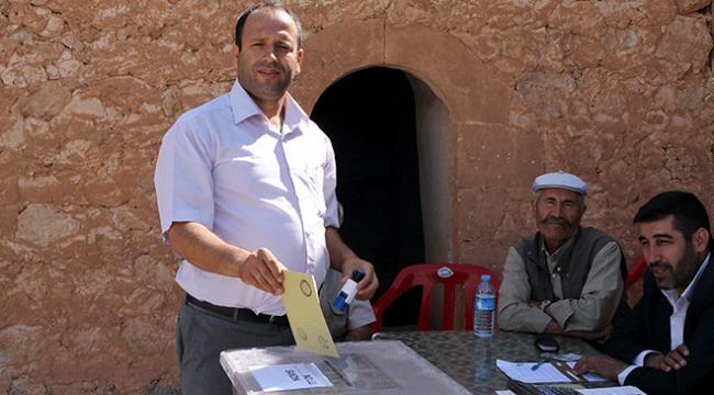 Midyatta 14 seçmenli mahallede 4 kişi oy kullandı