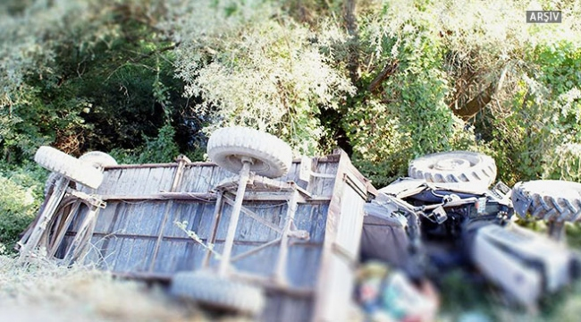 Hindistanda traktör kanala yuvarlandı: 15 ölü