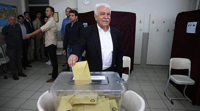 Vatan Partisi Cumhurbaşkanı Adayı Perinçek İstanbulda sandığa gitti