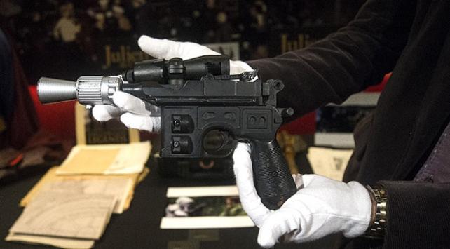 Star Wars karakteri Han Solonun silahı 550 bin dolara satıldı