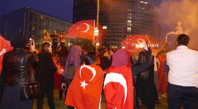 Seçim sonuçları dünyanın dört bir yanında kutlanıyor