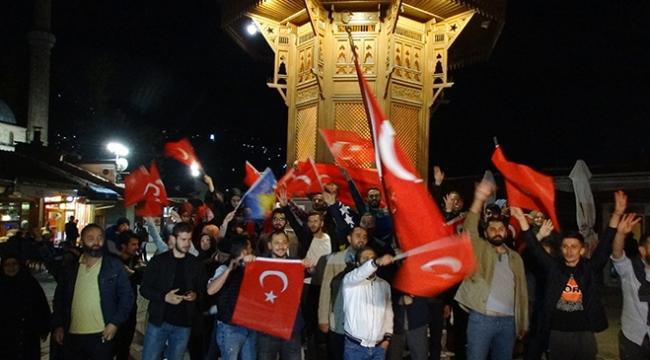Bosna Hersekte yaşayan Türk vatandaşları seçimi kutladı