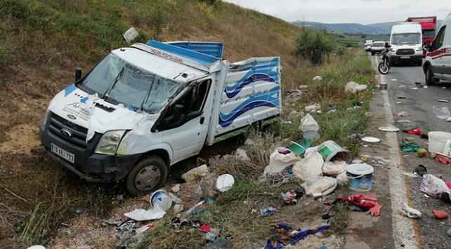Bursada tarım işçilerini taşıyan kamyonet devrildi: 2 ölü, 37 yaralı