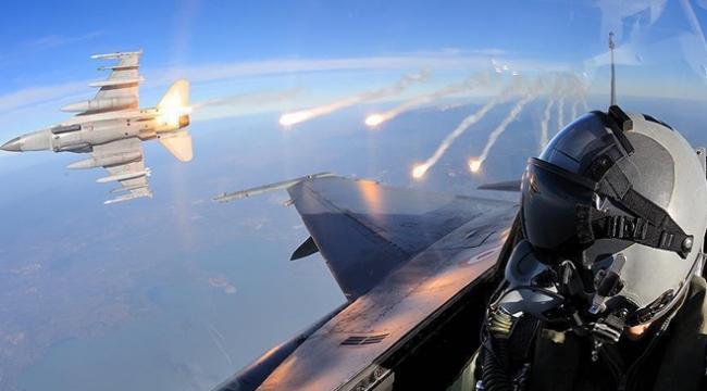 Türk savaş uçakları Kuzey Iraktaki terör hedeflerini vuruyor