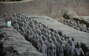 """Çinli imparatorun """"Toprak Askerler""""i 22 asırdır nöbette"""