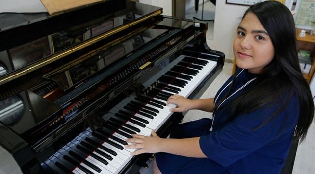Küçük piyanist başarısıyla gururlandırdı