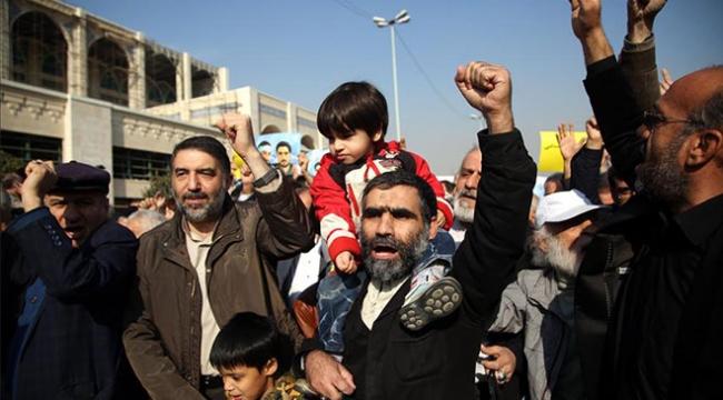 İran esnafı ekonomik krizi protesto etti