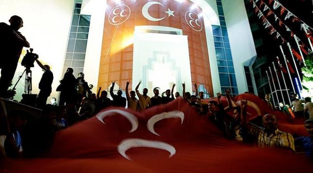 """MHPden gazetecilere """"teşekkür"""" ilanıyla tepki"""