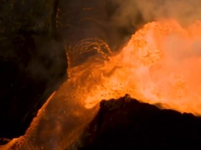 Kilauea Yanardağından sızan lavlar havadan görüntülendi