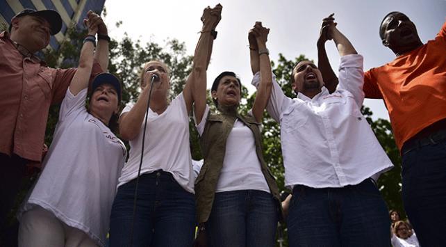 Venezuelada hemşirelerin iş bırakma eylemi sürüyor