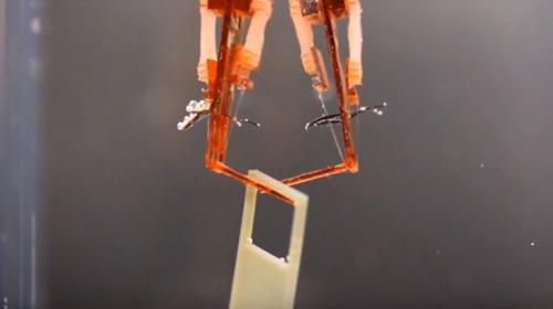Kas dokuları robotik parmakla birleştirildi