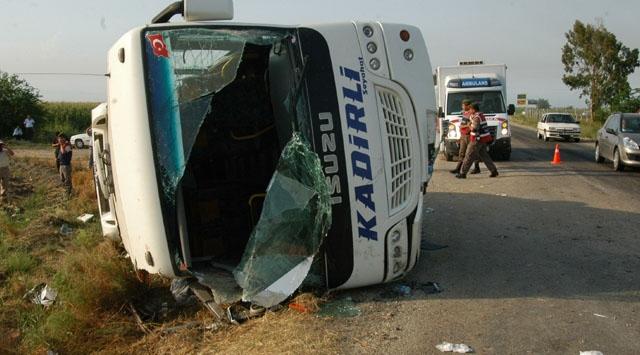 Adanada Otobüs Devrildi
