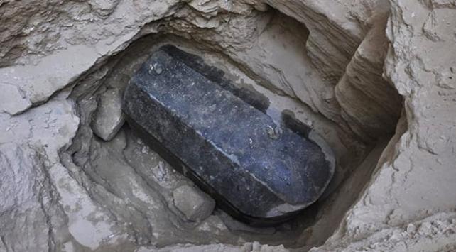 Mısırda 30 ton ağırlığında tarihi lahit bulundu