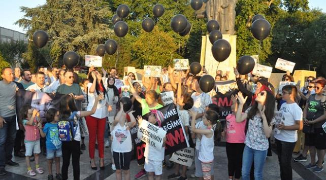 Zonguldakta Eylül ve Leyla için gökyüzüne siyah balon bırakıldı