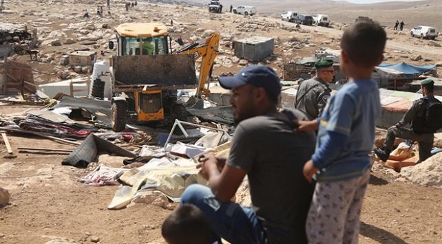 İsrail askerleri Filistinlilere ait 40 ev ve ağılı yıktı