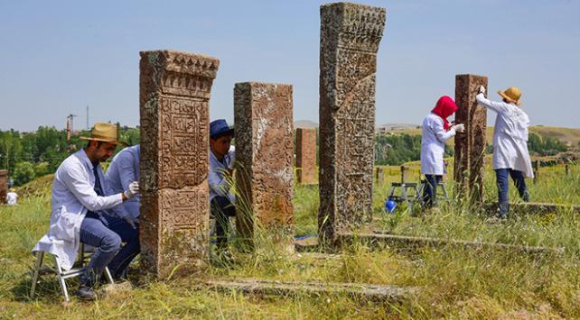 Selçuklu Meydan Mezarlığındaki kitabeler arşivlendi