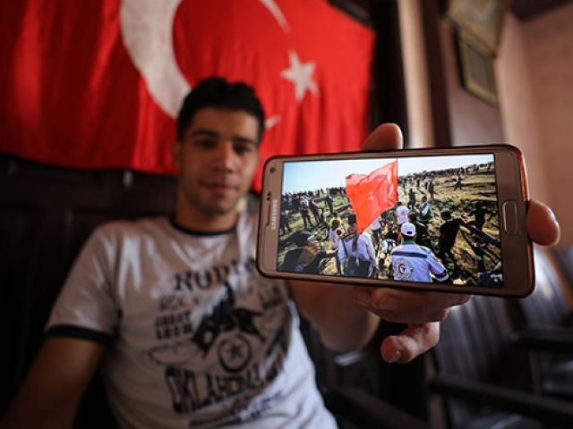 Elinde Türk bayrağı ile vurulan Filistinli o anları anlattı