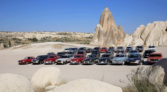 Klasik otomobil tutkunları Kapadokyada mola verdi
