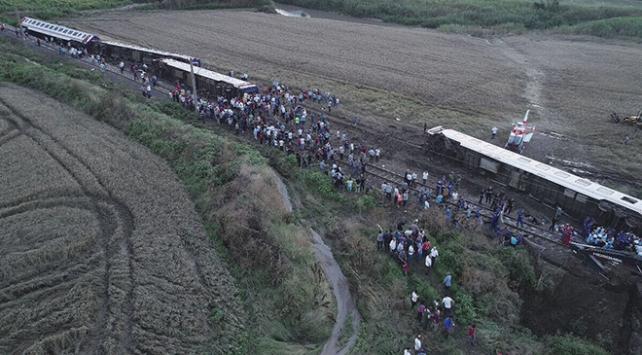 Çorluda yolcu treni raydan çıktı: 24 kişi hayatını kaybetti