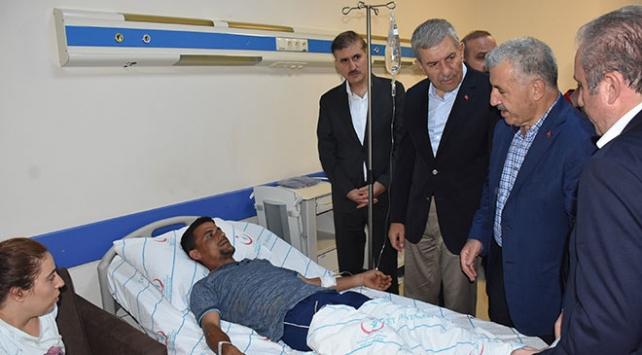 Bakanlar Ahmet Demircan ve Ahmet Arslan yaralıları ziyaret etti