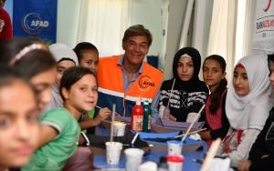Ünlü Türk cerrah Dr. Mehmet Öz Suriyelilerle buluştu